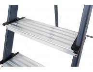 Збільшений розмір опорних боковин - 50х20 мм та клепане з'єднання зі сходинками